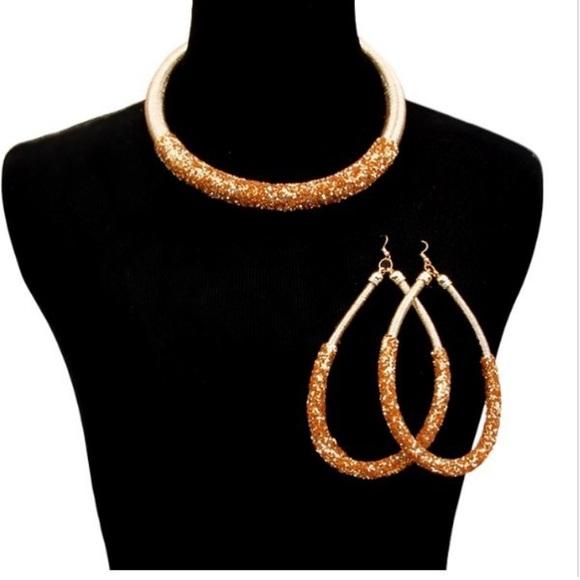 Jewelry - Glitter Gold Necklace Set
